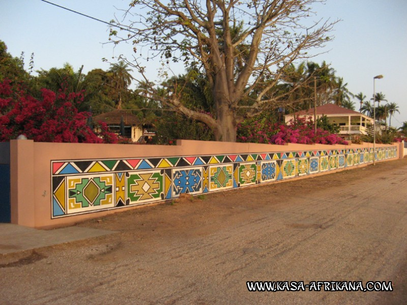 Photos Bijagos Island, Guinea Bissau : Hotel & outbuildings	 - Surrounding wall